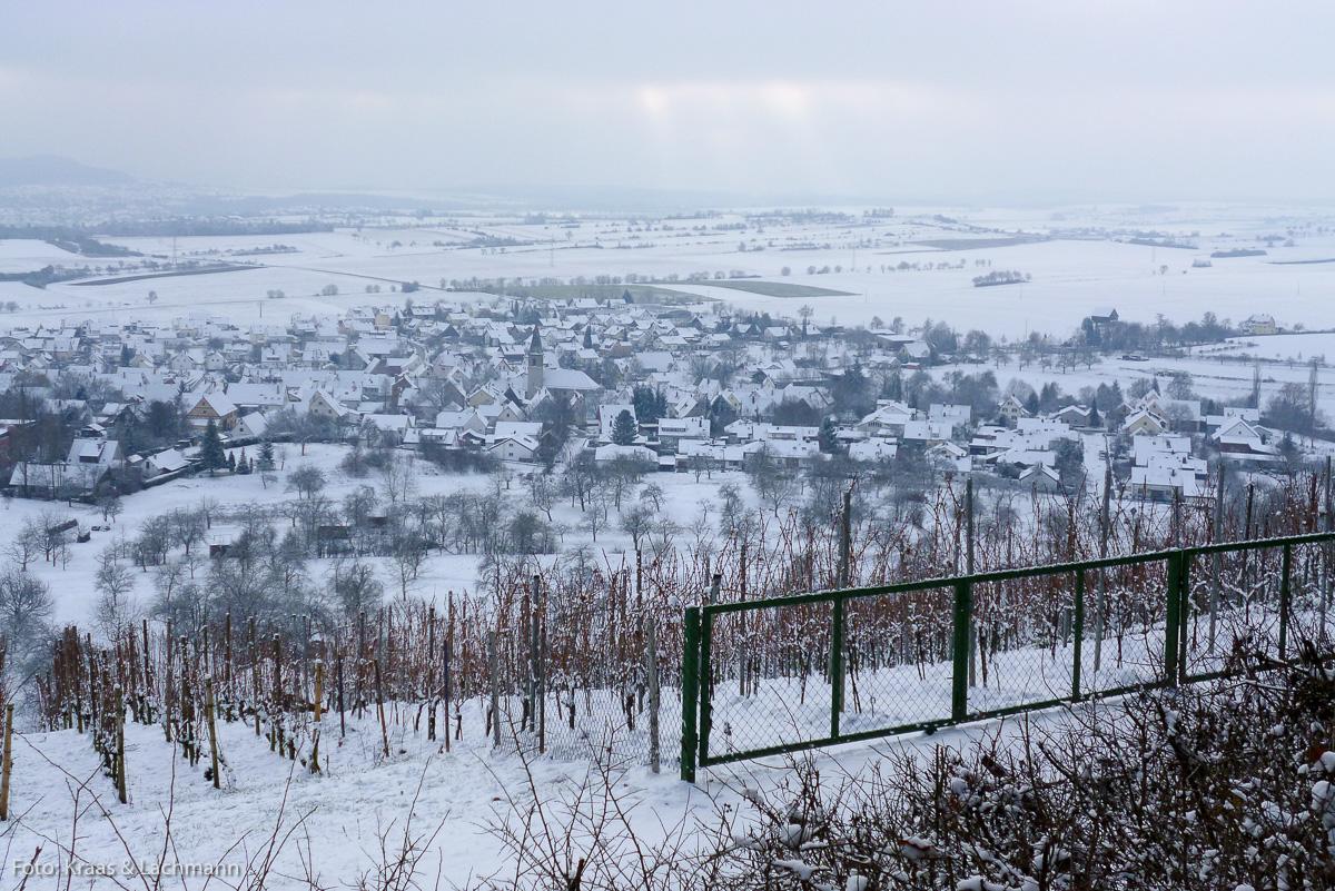 Blick vom Pfaffenberg auf das winterliche Wendelsheim im Landkreis Tübingen. Foto: Kraas & Lachmann