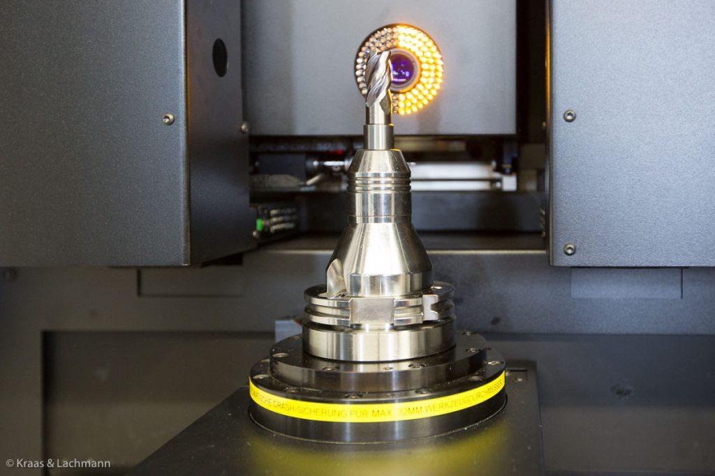 Prüft auf's µm genau, unsere Messmaschine Helicheck Pro von Walter